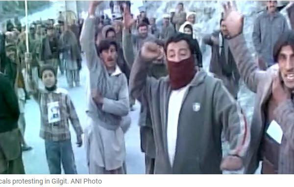 Le peuple descend dans la rue au Gilgit-Baltistan pour protester contre la présence chinoise. D'autres mouvements ont été signalé au Cachemire. Copie d'écran de The Indian Express, le 1er août 2016.