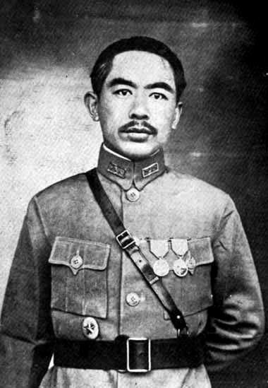 Le seigneur de la guerre et futur gouverneur du Xinjiang Sheng Shicai, photographié en 1928.