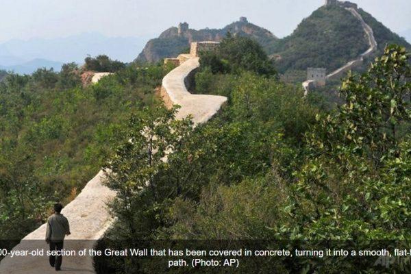 Les travaux de restauration entrepris sur une portion de la Grande Muraille rendent furieux les internautes chinois. Copie d'écran de Channel News Asia, le 23 septembre 2016.