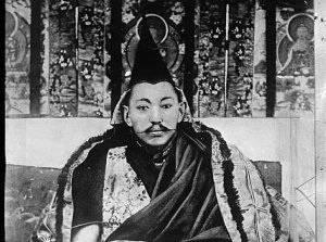 Thubten Gyatso, le XIIIe dalaï-lama, autour de 1910.