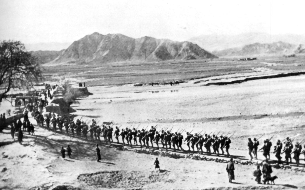 Les troupes chinoises quittant Lhassa en 1912.