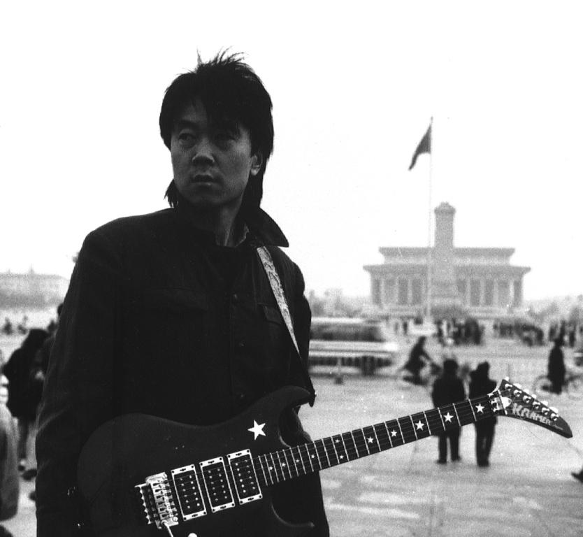 Le rocker chinois Cui Jian place Tian'anmen à Pékin à la fin des années 1980.