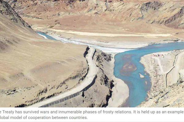 La gestion de l'eau de l'Indus qui traverse les deux pays est soumise au traité de l'Indus, modèle de coopération transfrontalière, depuis 1960. Copie d'écran de The Indian Express, le 23 septembre 2016.