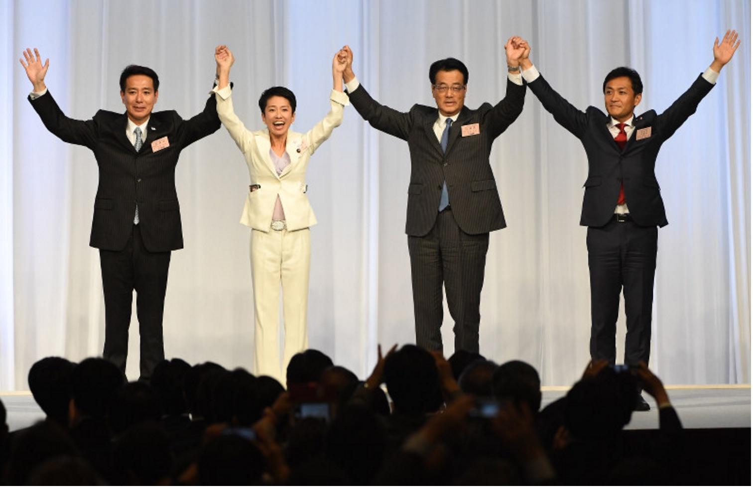 A 48 ans, Renho Murata effectue son troisième mandat à la chambre des conseillers. Son élection à la tête du parti démocrate est une première dans l'histoire de la démocratie japonaise. Copie d'écran du Mainichi, le 15 septembre 2016.