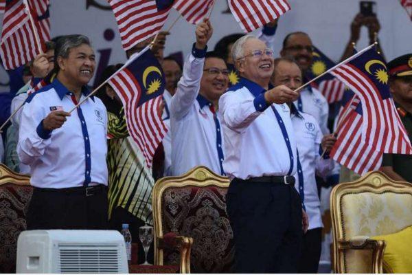Najib Razak, en plein coeur d'un scandale financier va t-il organiser des élections anticipées ? Copie d'écran du Straits Times, le 9 septembre 2016.