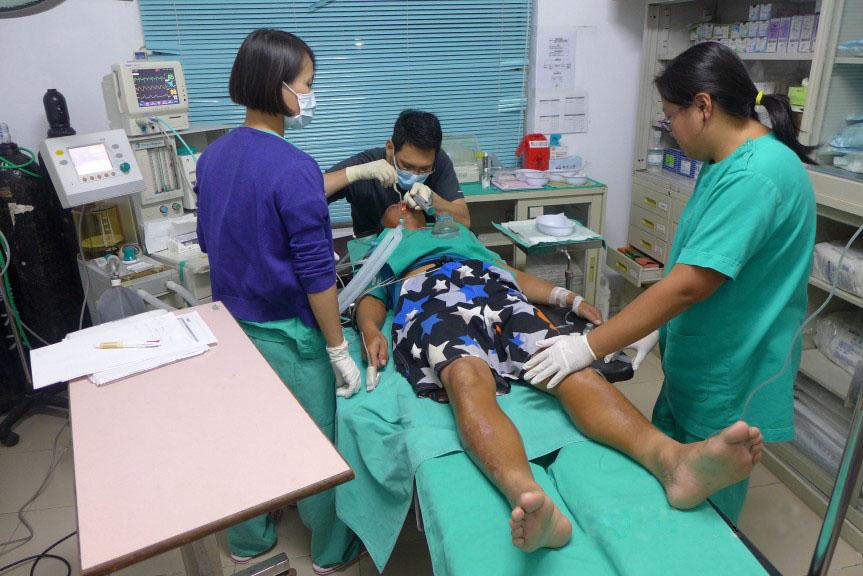 Traitement d'un patient à la clinique de Taïping, dans l'archipel des Spratleys en mer de Chine du Sud.