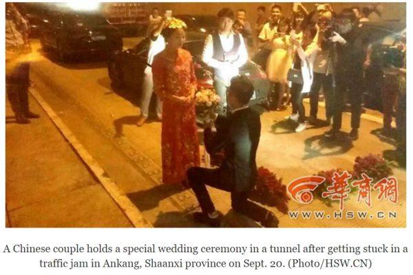 Le temps pressant, un couple chinois de l'Anhui s'est marié parmi les bouchons, sous un tunnel autoroutier. Copie d'écran du Quotidien du Peuple, le 21 septembre 2016.