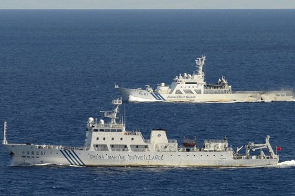 Des navires gardes-côtes chinois surveillent toujours le récif de Scarborough, revendiqué par les Philippines, alors que Pékin a autorisé les pêcheurs philippins dans la zone. Copie d'écran du Philippine Star, le 31 octobre 2016.