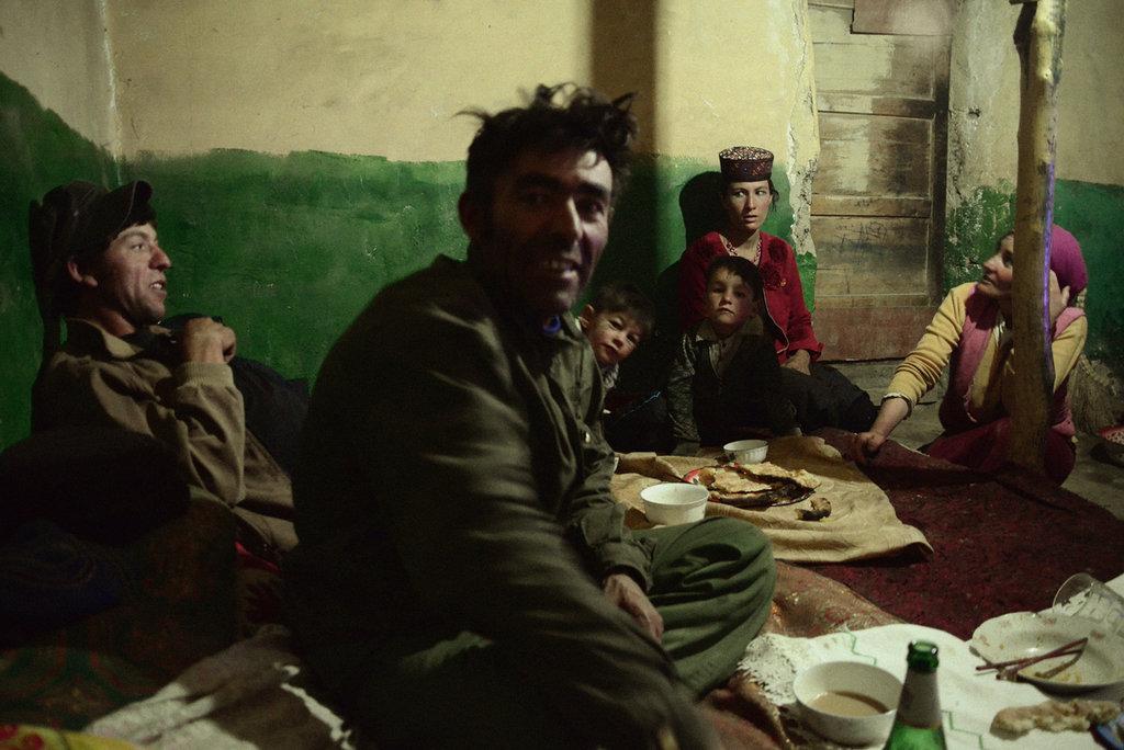 Mon ami Tadjik Mardan et sa famille, Taxkorgan 2013. (Crédit : Ma Kang).