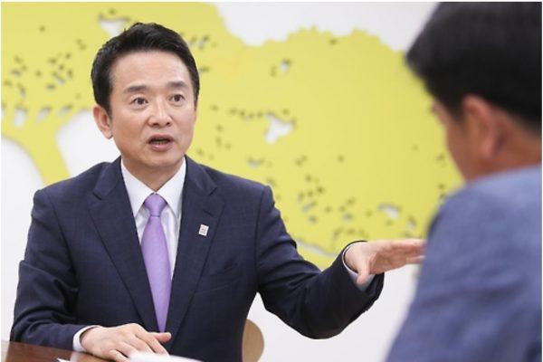 Nam Kyung-pil, en lice pour la succession de Park Geun-hye, souhaite développer l'arme nucléaire ne croyant plus à la présence américaine pour protéger le pays. Copie d'écran de Yonhap news agency, le lundi 3 octobre 2016.