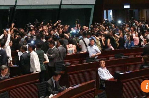 L'appareil législatif hongkongais est complètement paralysé, et la situation semble partie pour durer. Copie d'écran du South China Morning Post, le 27 octobre 2016.