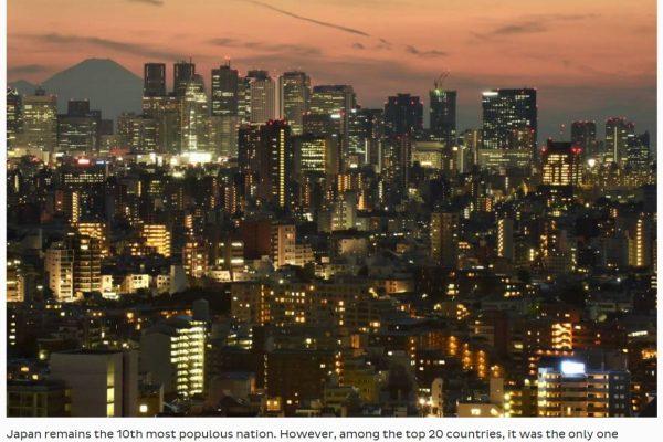On savait la démocratie nippone en berne, mais un nouveau cap vient d'être franchi avec l'enregistrement du premier déclin de la population. Copie d'écran du The Japan Times, le 28 octobre 2016.