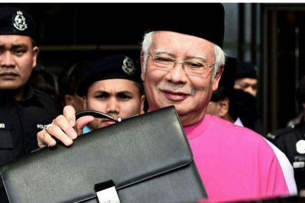 Najib Razak est arrivé ce lundi 31 octobre dans la capitale chinoise, pour une visite officielle de 6 jours. Copie d'écran du South China Morning Post, 31 octobre 2016.