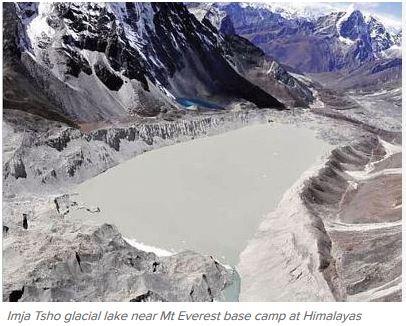 Une équipe dirigée par les militaires népalais a vidé en partie le lac glacial d'Imja Tsho, près du Mont Everest. Copie d'écran du Times of India, le 31 octobre 2016.