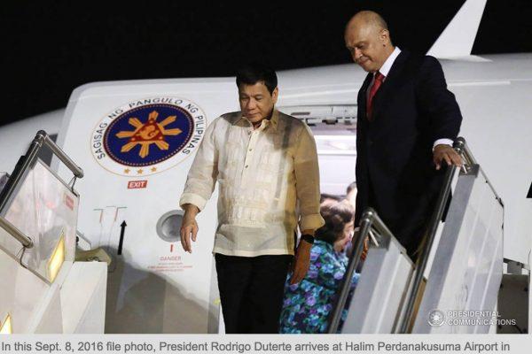 Les deux dirigeants dovient signer une douzaine de protocoles d'entente sur la pêche en mer de Chine du Sud lors de leur prochaine rencontre. Copie d'écran du Philippines Star, le 19 octobre 2016.