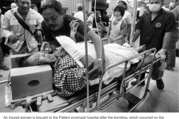 Cette attaque à Pattani est survenue à la veille du 12ème anniversaire de Tak Bai, au cours duquel 78 manifestants anti-gouvernement avaient péri asphyxiés dans des camions de l'armée. Copie d'écran du Bangkok Post, le 25 octobre 2016.