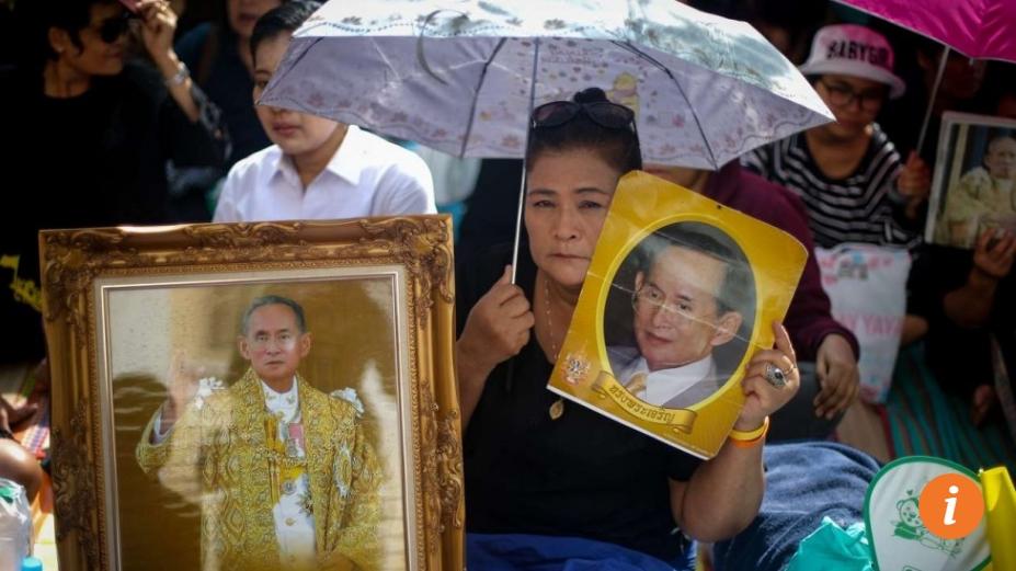 La journée du vendredi 14 octobre sera marquée par une série de rites funéraires en l'honneur du roi thaïlandais, décédé hier. Copie d'écran du South China Morning Post, le 14 octobre 2016.