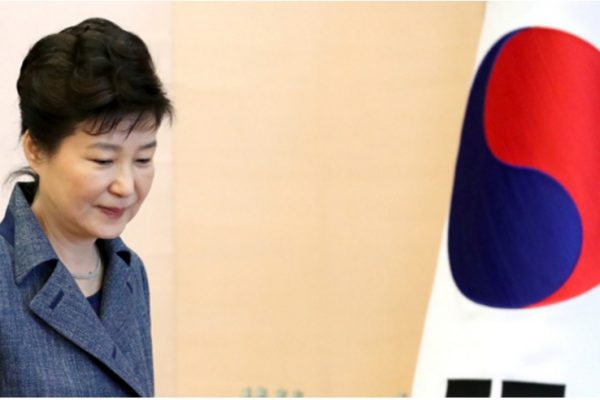 L'étau se resserre autour de Choi Soon-sil tandis que Park Geun-hye s'accroche au pouvoir. Copie d'écran du Korea Times, le 2 novembre 2016.