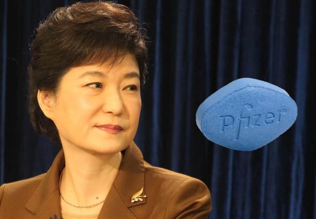 La Maison bleue aurait commandé des centaines de pilules de viagra et de son équivalent sud-coréen dans le cadre d'une visite de Park Geun-hye sur les hauts plateaux africains. Motif : les pilules bleues seraient efficaces contre le mal des montages. Copie d'écran du Korea Times, le 23 novembre 2016.