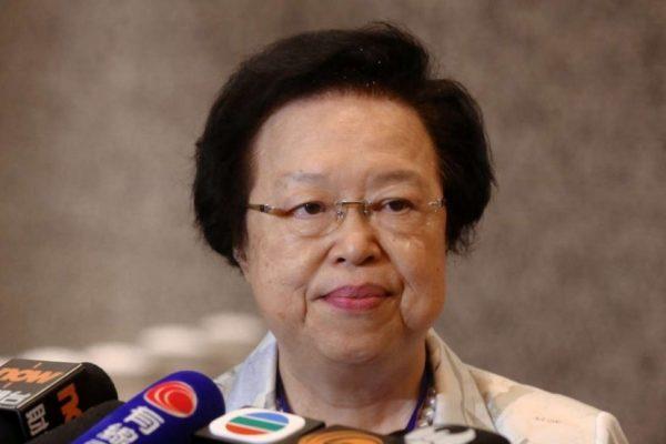 Maria Tam, membre du Comité sur la Loi fondamentale hongkongaise, a déclaré que Pékin avait requis son interprétation sur l'article 104 de la mini-constitution. Copie d'écran du South China Morning Post, le 4 novembre 2015.