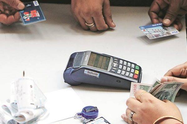 Sur le papier, la démonétisation pourrait être une aubaine pour le secteur indien des technologies de l'information. Mais le pays est-il prêt au développement d'une économie sans monnaie ? Copie d'écran de The Indian Express, le 23 novembre 2016.
