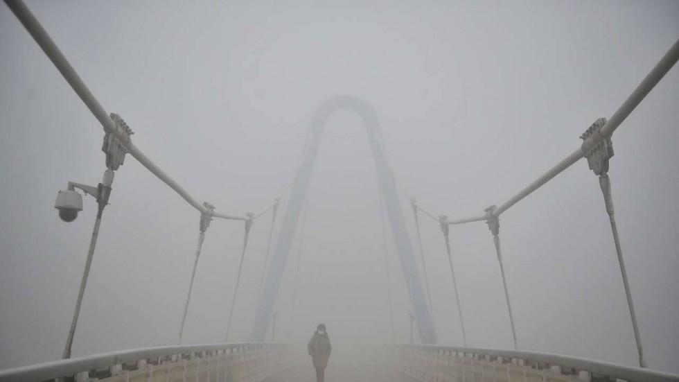 La Chine vient de connaître son plus grave épisode de pollution de l'année (Crédit : Reuters). Copie d'écran du South China Morning Post, le 22 décembre 2016.