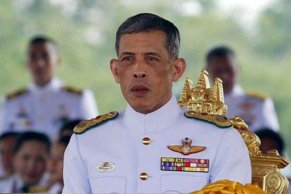 Le prince héritier Maha Vajiralongkorn, photographié ici le 13 mai 2015, est rentré d'Allemagne pour prendre la succession de son père décédé il y a près de deux mois (via Reuters). Copie d'écran du Straits Times, le 1er décembre 2016.