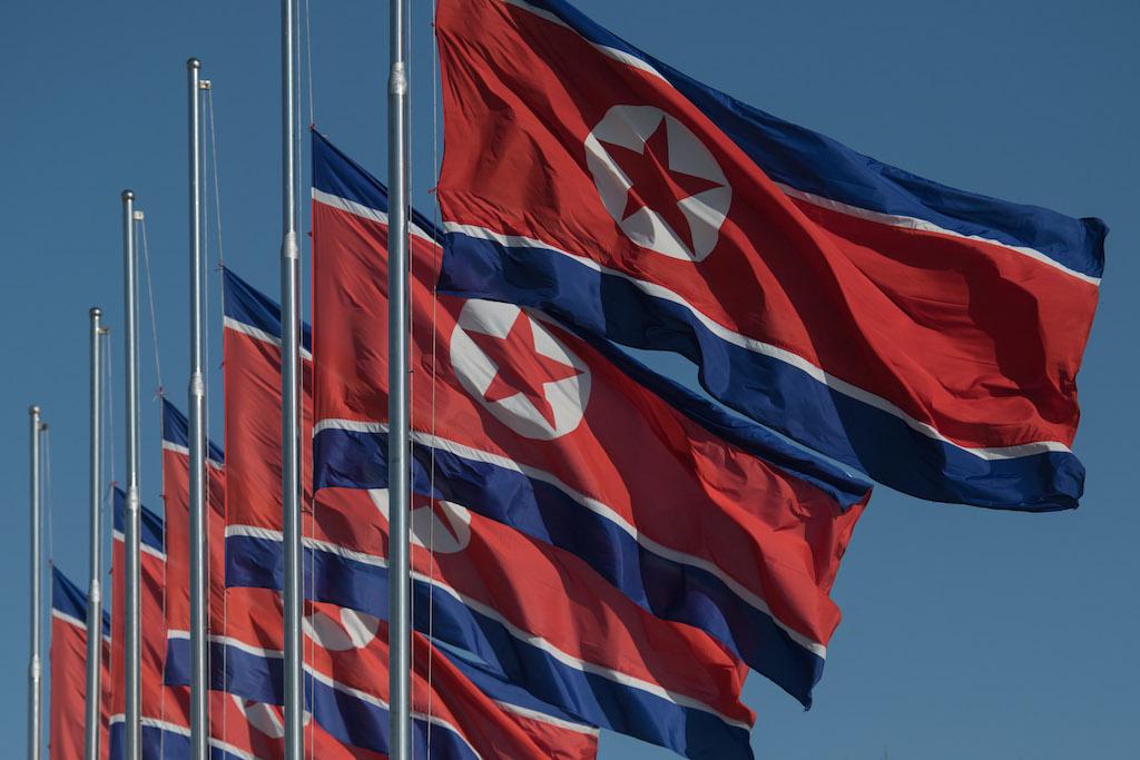 Drapeaux nord-coréens à Pyongyang le 28 novembre 2016.