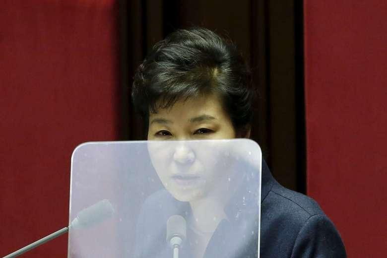 La présidente sud-coréenne Park Geun-hye lors d'un discours à l'Assemblée nationale à Séoul le 16 février 2016 (PHOTO : REUTERS). Copie d'écran du Straits Times le 6 décembre 2016.