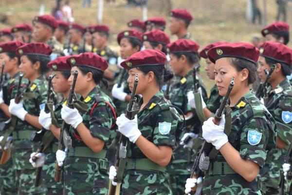 Régiment féminin du National Socialist Council of Nagaland-Isak Muivah (NSCN-IM) lors du 37ème anniversaire de la République au quartier général de Hebron, dans l'Etat indien du Nagaland le 21 mars 2016.