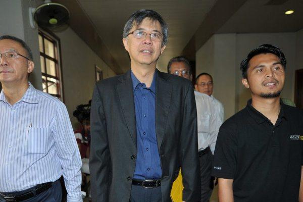 Le vice-président du People's Justice Party (PKR) Tian Chua (au centre) arrive à la Haute Cour de Kuala Lumpur le 29 mai 2013. (Crédits : AFP PHOTO / MOHD RASFAN / AFP PHOTO / MOHD RASFAN)