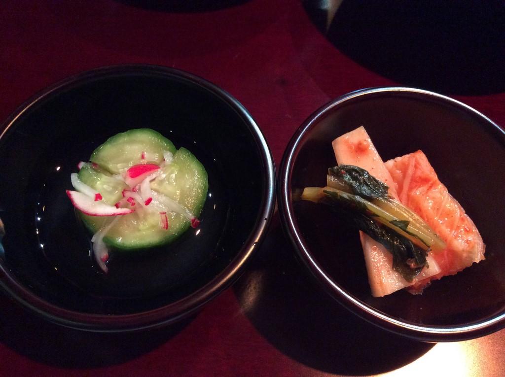 Kimchi à base de concombre et kimchi avec kakis murs à la sauce de soja affinée de 5 ans. (Copyright : Stéphane Lagarde)