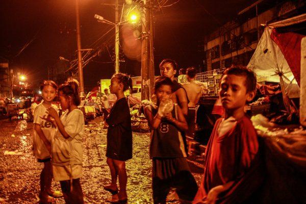 Les enfants des rues à Manille. (Crédit : Matthieu Delaunay).