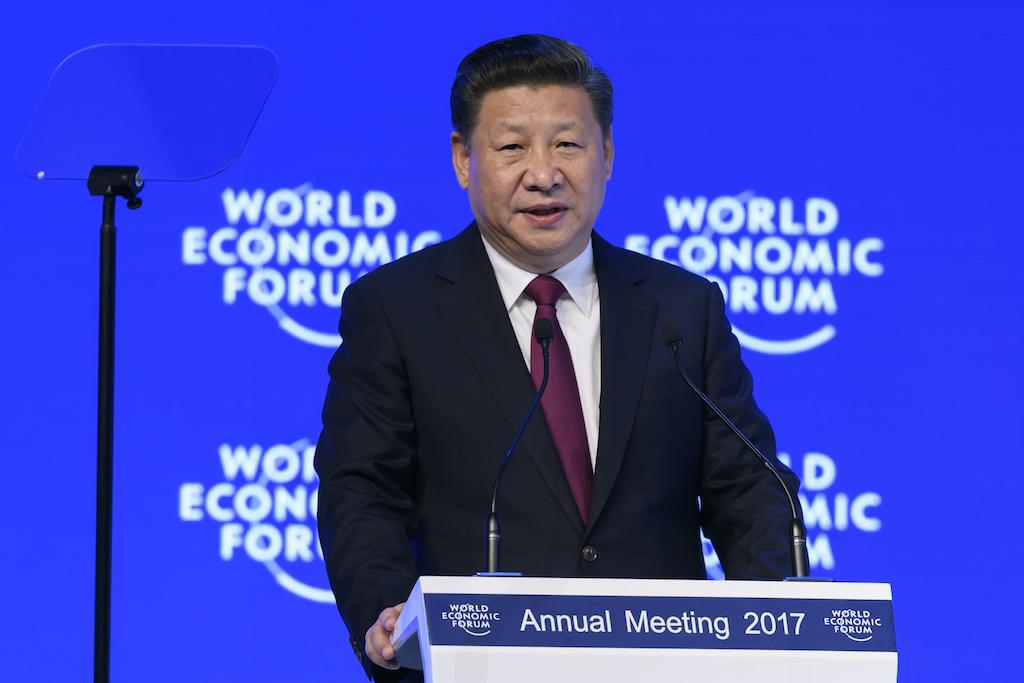 Le président chinois Xi Jinping à la tribune du Forum économique mondial de Davos, le 17 janvier 2017. (Crédits : FABRICE COFFRINI / AFP)