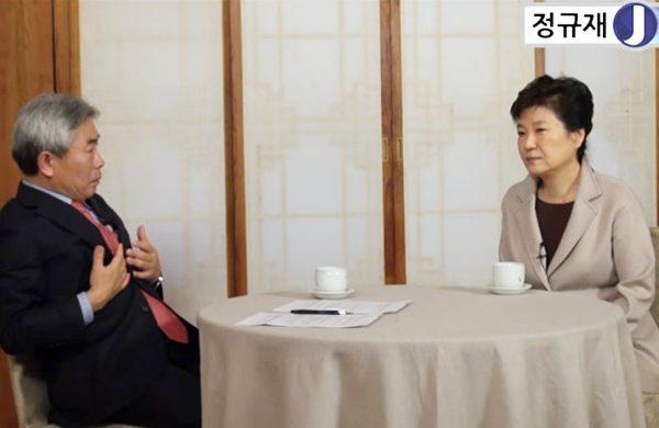La présidente sud-coréenne Park Geun-hye interviewée dans l'émission en podcast du journaliste conservateur Jeong Kyu-jae, le mercredi 25 janvier 2017 à Séoul. (Copie d'écran du Korea Times)