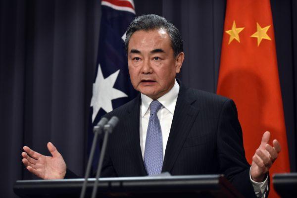 Le ministre chinois des Affaires étrangères Wang Yi lors d'une conférence de presse au parlement australien à Canberra le 7 février 2017. (Crédits : AFP PHOTO / MARK GRAHAM)