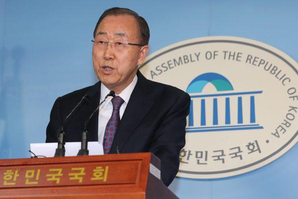 L'ancien secrétaire général des Nations Unies Ban Ki-moon annonce son retrait de la campagne présidentielle en Corée du Sud, lors d'une conférence de presse à l'Assemblée nationale à Séoul le 1er février 2017. (Crédits : AFP PHOTO / YONHAP)