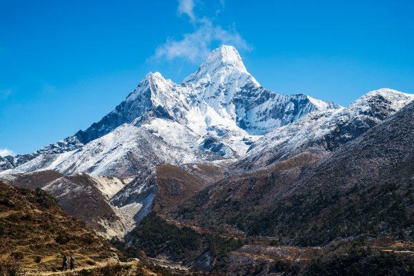 Le mont Everest vu du Népal, le 10 septembre 2015. (Crédits : John Philip Harper / Cultura Creative / via AFP)