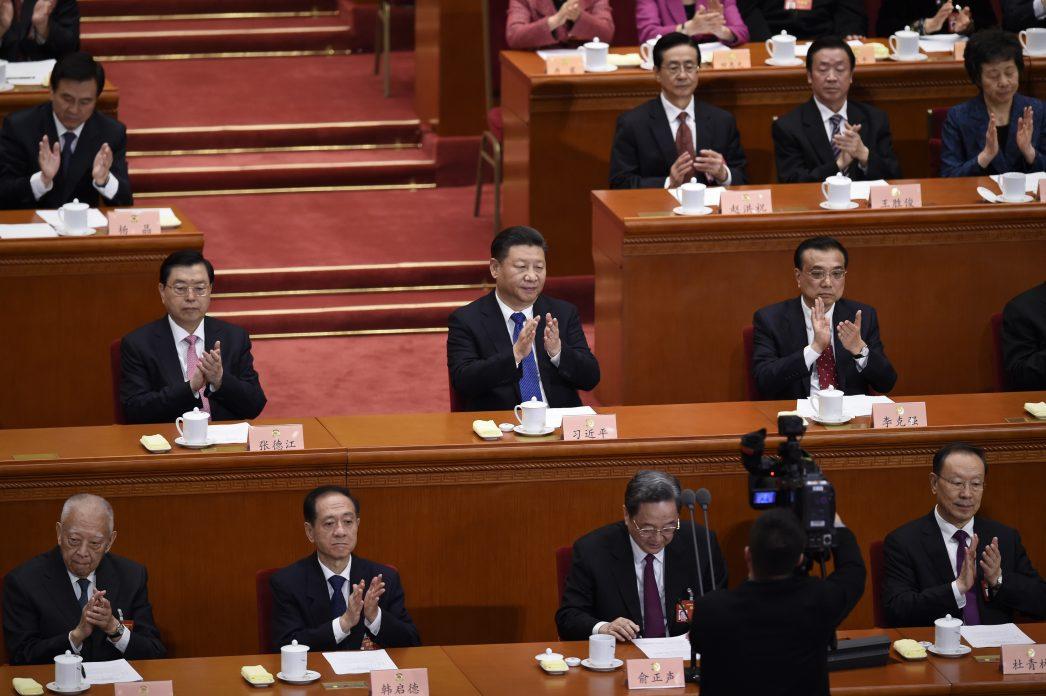 Le président chinois Xi Jinping (au centre) lors de la session de clôture du la dernière Conférence consultative politique du peuple chinois
