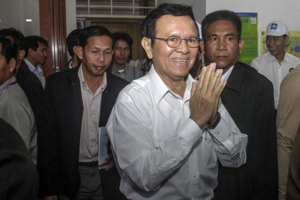 Kem Sokha, nouveau président du CNRP, principal parti de l'opposition cambodgienne, dans son quartier général à Phnom Penh le 2 mars 2017. (Crédits : AFP PHOTO / STR)