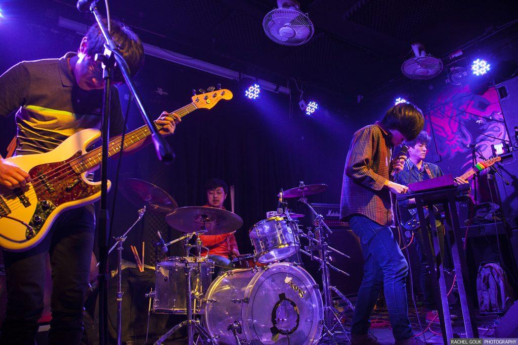 Le groupe chinois de post-punk Fazi sur scène. (Copyright : Rachel Gouk)