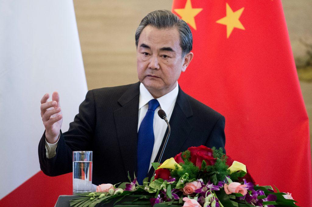 Le ministre chinois des Affaires étrangères Wang Yi lors d'une conférence de presse avec à Pékin le 14 avril 2017. (Crédits : AFP PHOTO / Fred DUFOUR)