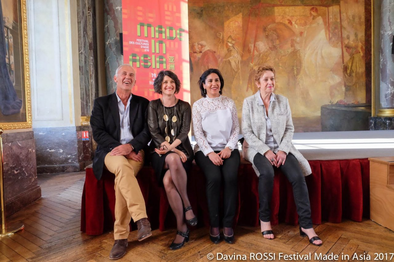 Sylvie Couralet (deuxième en partant de la gauche), programmatrice du festival Made In Asia lors de l'inauguration au Capitol de Toulouse le 18 avril 2017. (Copyright : Davina Rossi)