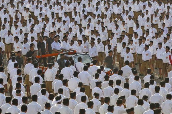 Ce programme est porté par l'organisation nationaliste hindoue RSS. Ici, des milliers de fidèles à Pune, Inde, le 3 janvier 2016. (Copie d'écran de rfi.fr ; Crédits : REUTERS/Danish Siddiqui)