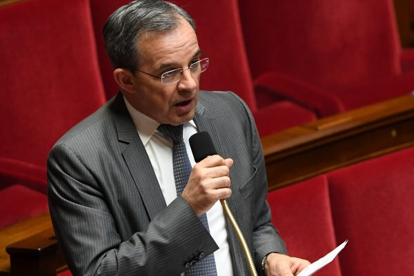 Thierry Mariani, député Les Republicains (LR) de la 11ème circonscription des Français de l'étranger en Asie-Océanie, lors des questions au gouvernement à l'Assemblée nationale à Paris le 14 février 2017. (Crédits : AFP PHOTO / ALAIN JOCARD)