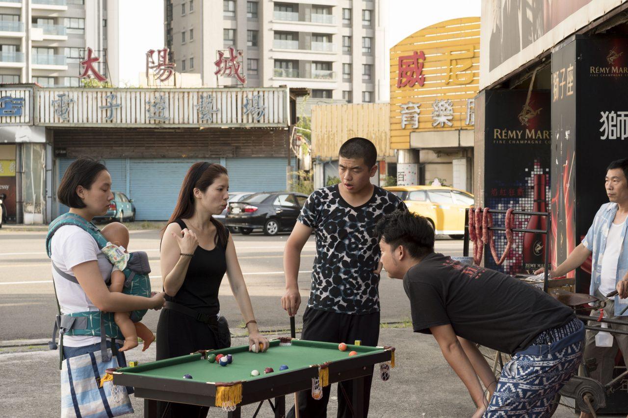 """Yi-Shan Lee Jovi dirige ses acteurs avant le tournage d'une scène de son court-métrage """"Babes' not alone"""". (Copyright : Yi-shan Lee Jovi)"""
