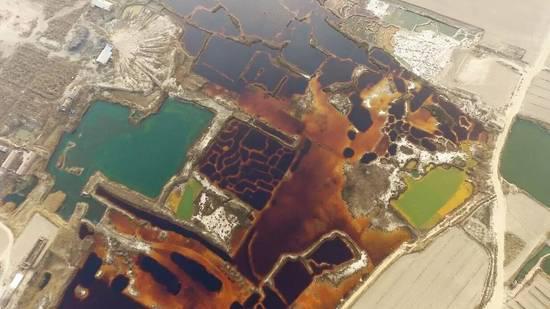 Vue aérienne des étangs pollués dans le Hebei, proche du site de Xiong'an. (Crédit : WeChat/ 两江环保)