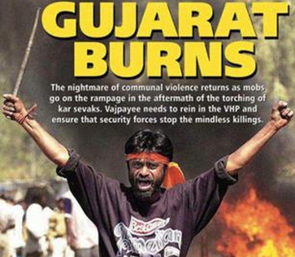 """Couverture du magazine Outlook en mars 2002 : """"Le Gujarat brûle"""" - l'Etat gouverné par Narendra Modi est en proie à des progroms anti-musulmans. (Crédits : Outlook)"""