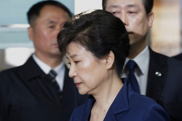 L'ancienne présidente sud-coréenne Park Geuyn-hye, destituée le 10 mars 2017, à son arrivée pour interrogatoire au Tribunal du district central de Séoul, le 30 mars 2017. (Crédits : AFP PHOTO / POOL / Ahn Young-joon)