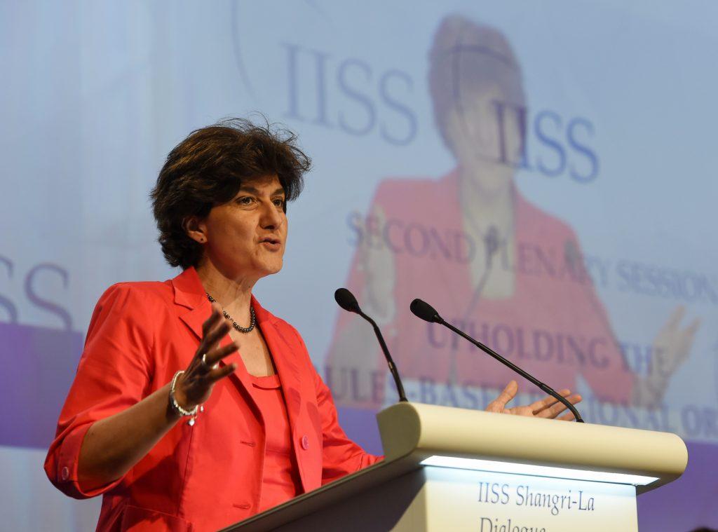 La ministre françaises des Armées Sylvie Goulard lors de la deuxième session plénière du 16ème Shangri-la Dialogue sur la sécurité en Asiele 3 juin 2017. (Crédits : AFP PHOTO / ROSLAN RAHMAN)